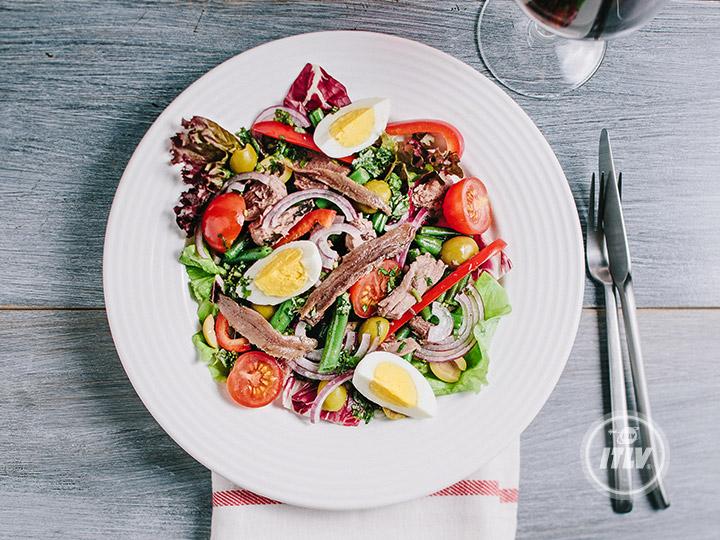 Салат средиземноморский с тунцом изоражения